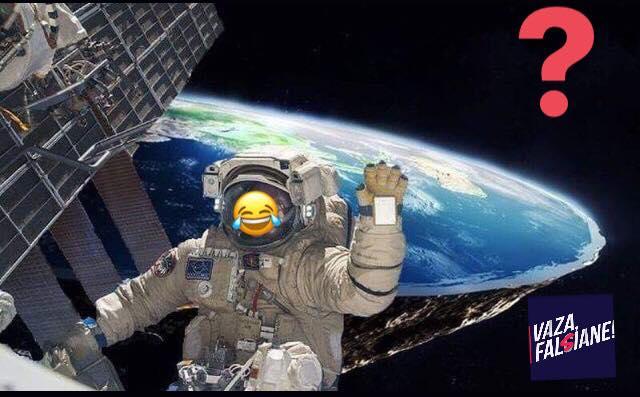 Meme Astronauta mostra Terra plana